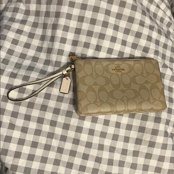 Coach Handbags - Coach clutch/wallet